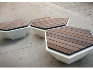Скамейки из бетона и дерева